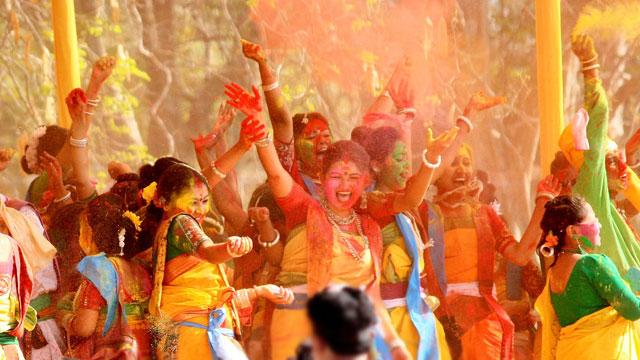 best HOli celebrations hau dance, Darbari Jhumur, Natua dance, and songs of West Bengal's wandering musicians popularly known as the Bauls.