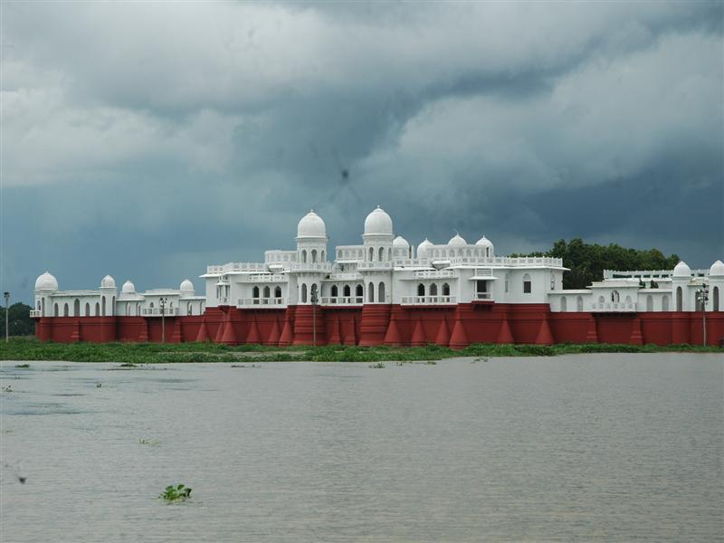 Neer mahal in Tripura - lake palace 2